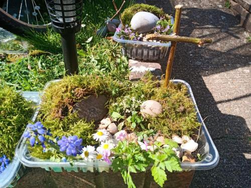 Hanc recycled Easter Garden